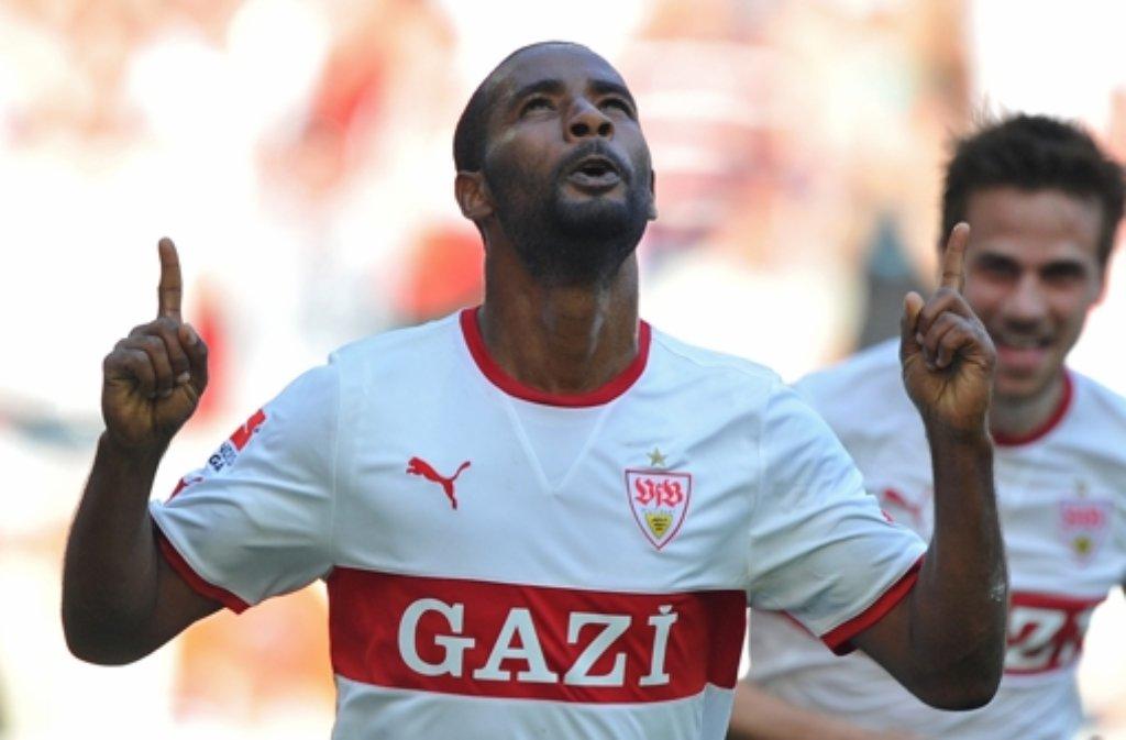 Cacau beim Torjubel - so kennt man ihn. Viele Fans heißen den Rückkehrer in Stuttgart willkommen - aber eben nicht alle. Foto: dpa