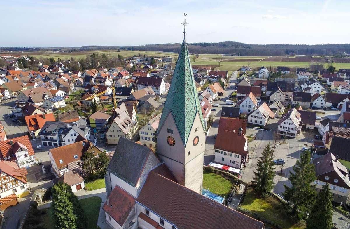Der Hausemer Kirchturm sollte dringend saniert werden. Foto: /Thomas Bischof