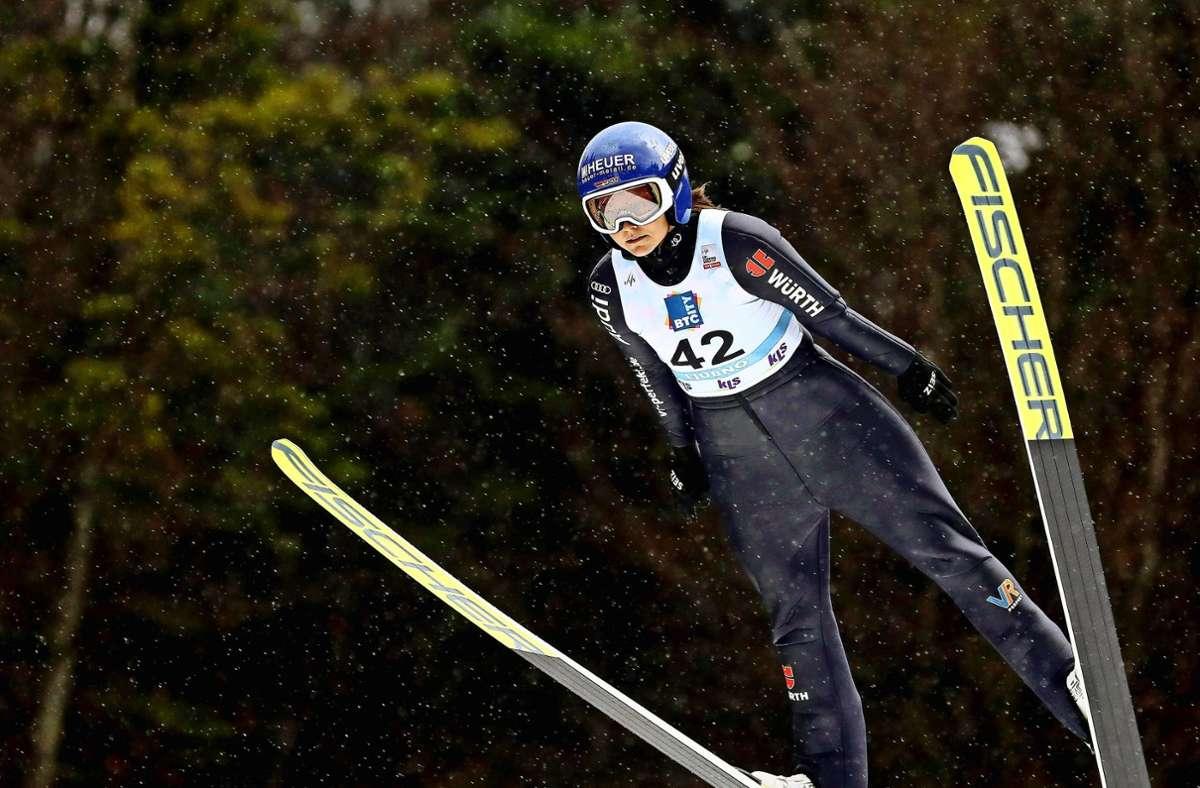 Olympiasiegerin Carina Vogt bei ihrem Comeback im slowenischen Ljubno. Foto: imago//Hans Oberlaender