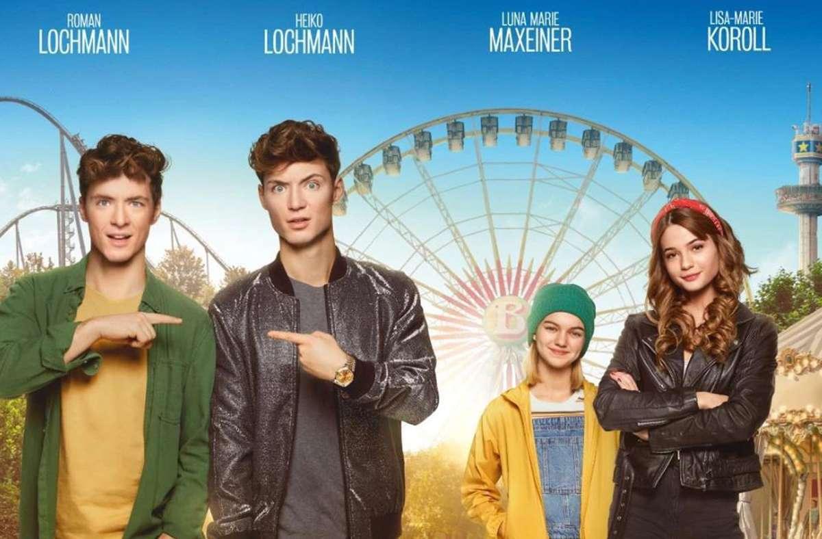 """Roman und Heiko Lochmann auf dem Filmplakat zu """"Takeover – voll vertauscht"""" mit Luna Marie Maxeiner und Lisa-Marie Koroll Foto: Warner"""