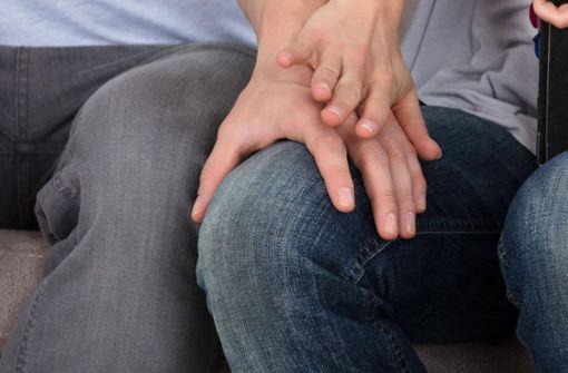 Unbekannter streichelt 14-Jährige über den Oberschenkel