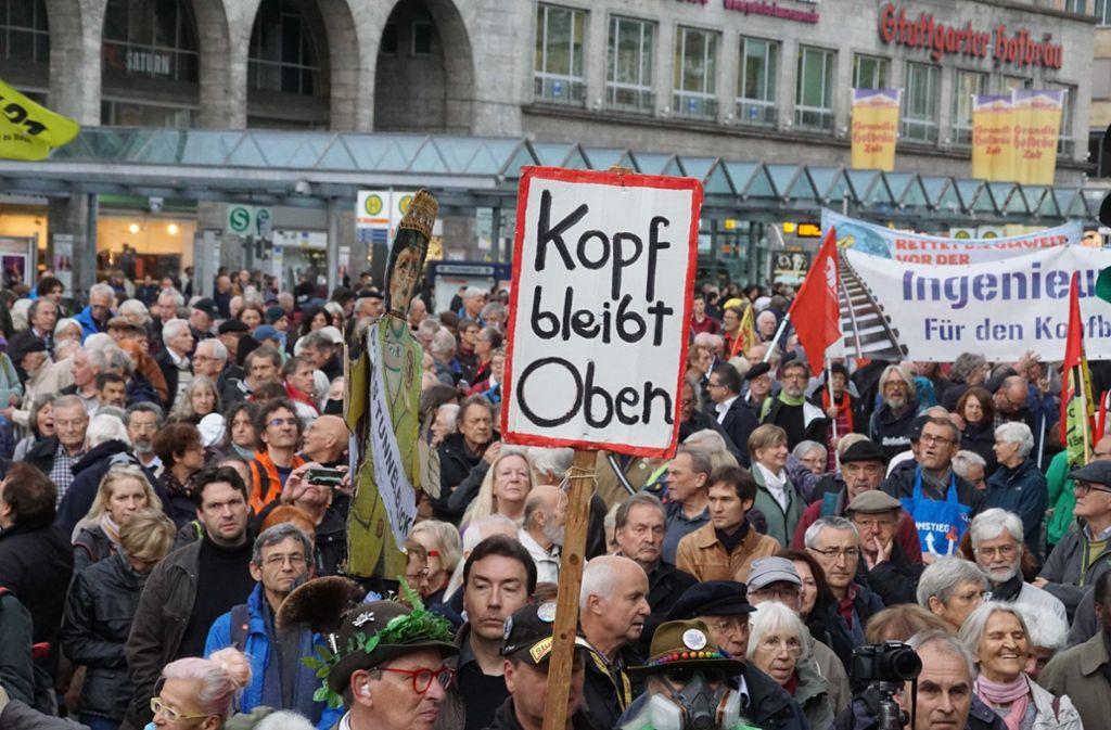 Laut Veranstalter nahmen 2000 Protestler an der Demo teil. Foto: Andreas Rosar Fotoagentur-Stuttg