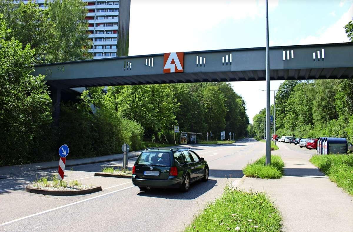 Die Ohnholdstraße am Asemwald: Immer wieder gibt es Kritik, Autofahrer würden dort rasen. Foto: Caroline Holowiecki