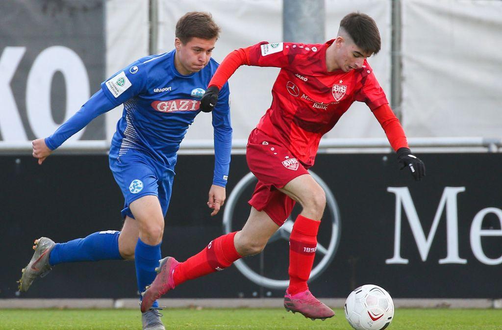 Antonio Di Viesti (VfB, rechts) lief Laurenzio Biemel davon. Foto: Pressefoto Baumann/Alexander Keppler
