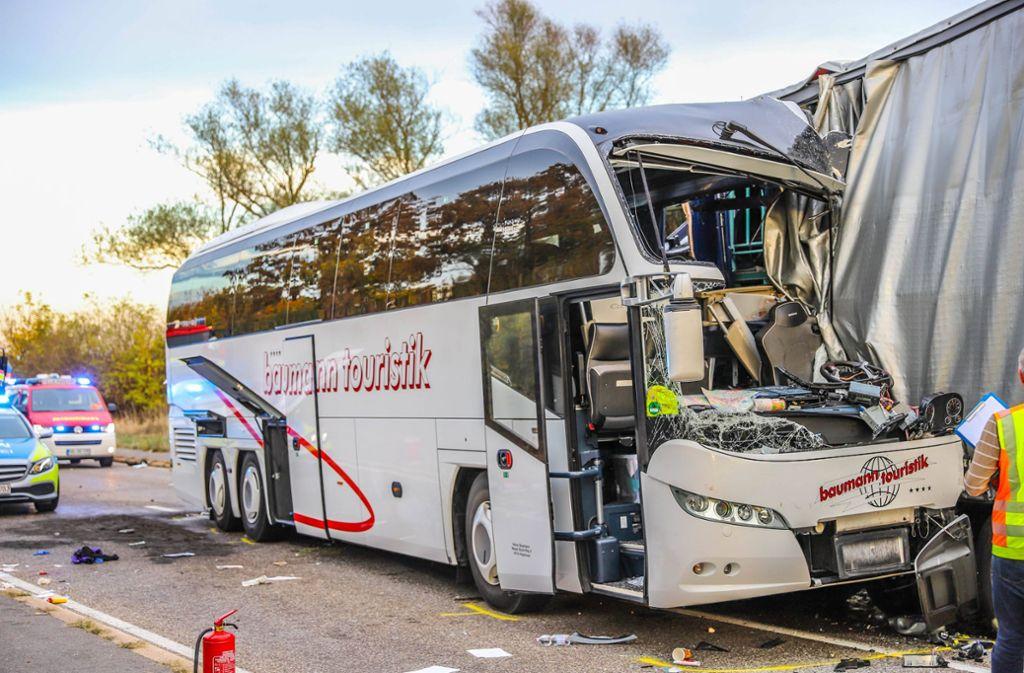 Der schwere Busunfall bei Hockenheim beschäftigt die Ermittler. Foto: 7aktuell.de/Fabian Geier