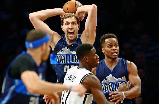 Ein Großer seines Sports: Dirk Nowitzki führt die Dallas Mavericks mit 23 Punkten zum Sieg gegen die Brooklyn Nets. Foto: AP