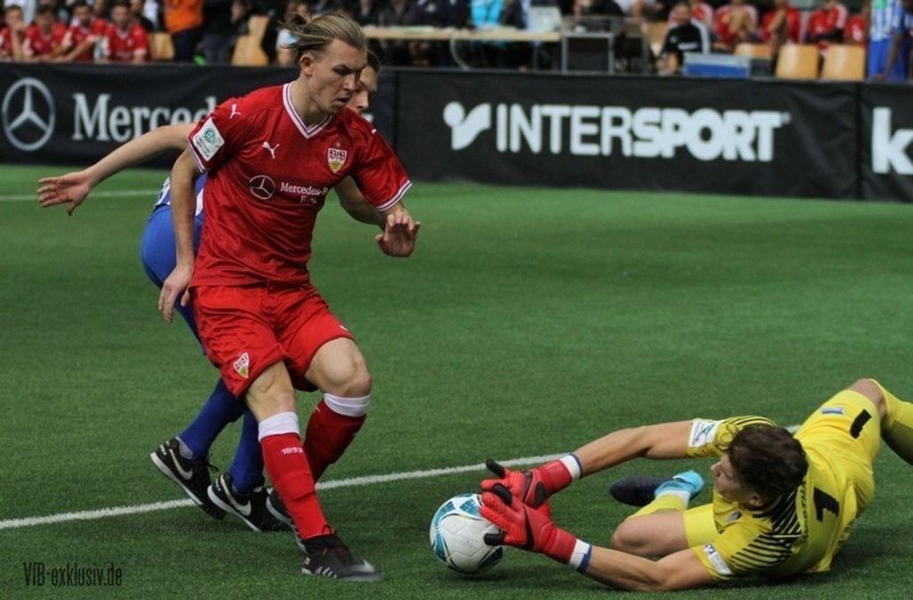 Der VfB Stuttgart gewinnt das letzte Spiel am ersten Turniertag. Foto: Jens Lommel