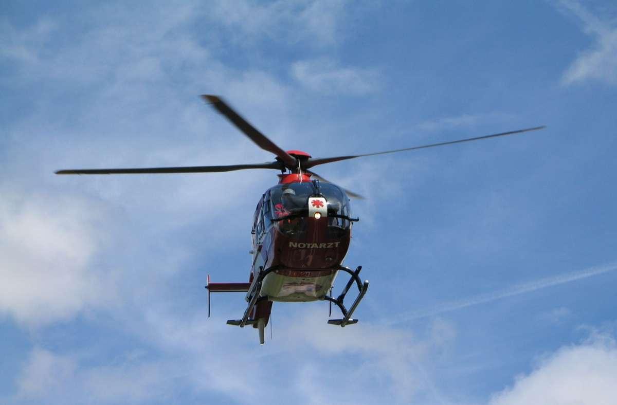 Mit dem Rettungshubschrauber musste ein Zweijähriger nach einem Unfall in Kuppingen ins Krankenhaus geflogen werden. Foto: Kreiszeitung Böblinger Bote/Thomas Bischof
