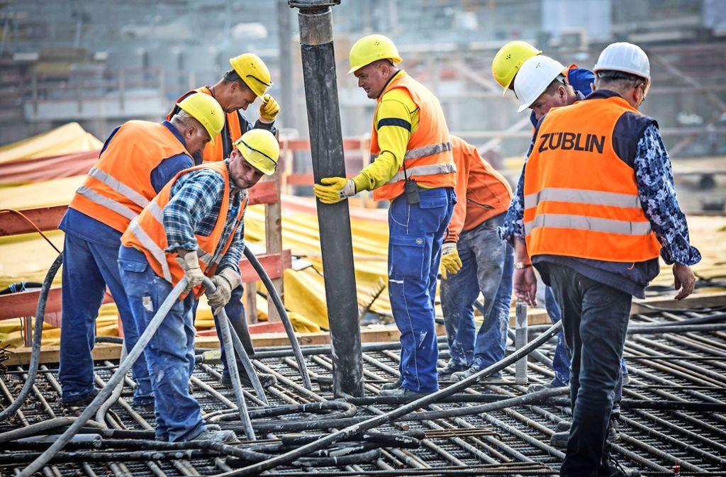 In der City wird am neuen Hauptbahnhof gebaut, auf den Fildern hemmen dagegen  zwei Klagen den Baustart. Foto: Lg/Rettig