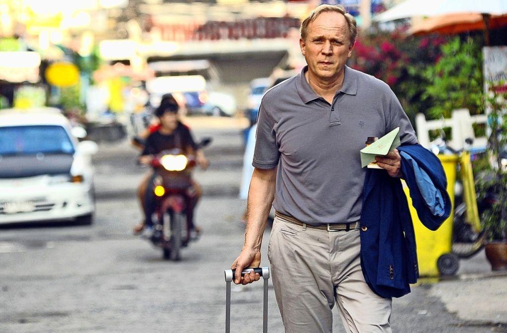 Um das Erbe seines Vaters anzutreten, reist Holger (Ulrich Tukur) nach Thailand. Foto: ARD