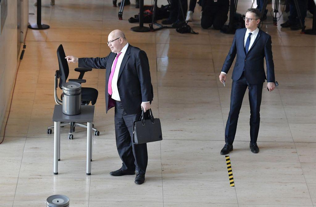 Auch bei der Abstimmung zum Nachtragshaushalt im Bundestag wurde der Abstand eingehalten. Foto: AFP/TOBIAS SCHWARZ
