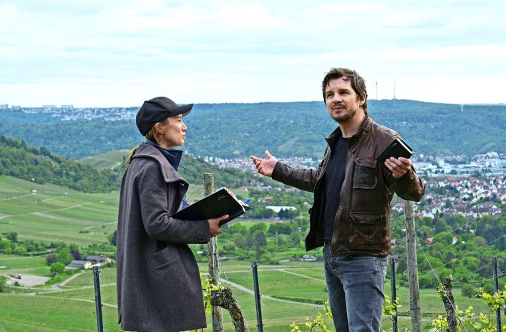 Die Regisseurin Friederike Jehn mit dem Darsteller Felix Klare. Foto: SWR/Benoit Linder