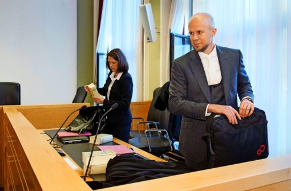 Zahlreiche Prozessbeobachter  im Fall Wulff lassen an Oberstaatsanwalt Clemens Eimterbäumer und seiner Kollegin Anna Tafelski kein gutes Haar. Foto:dpa