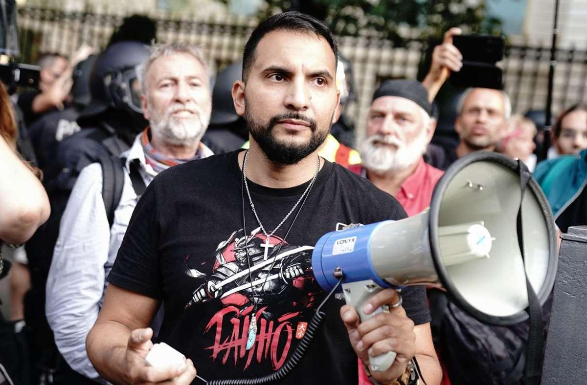 Hildmann ist wiederholt bei Protesten gegen die Corona-Schutzmaßnahmen aufgetreten (Archivbild). Foto: dpa/Kay Nietfeld