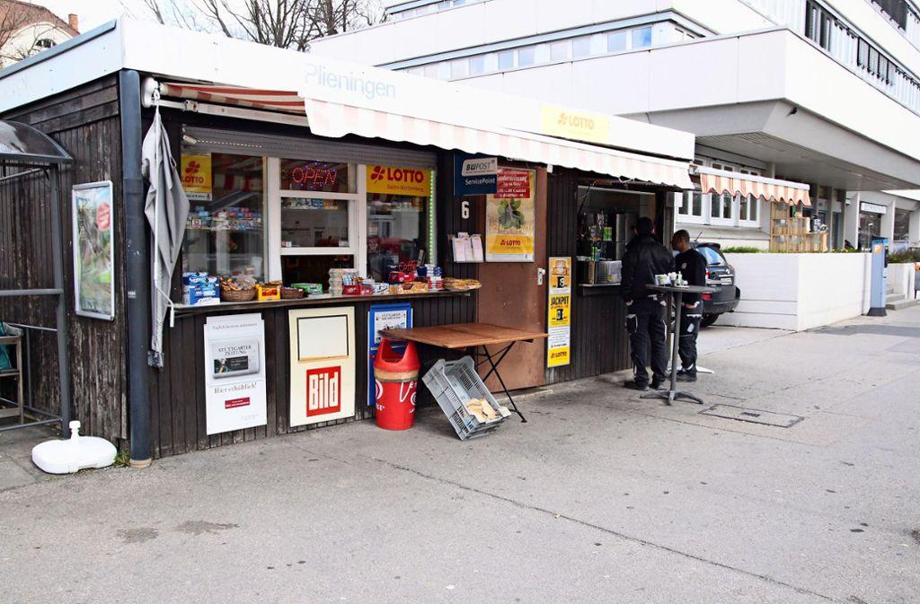 Am Kiosk nahe der Stadtbahn-Haltestelle gibt es jetzt auch Döner und Pommes. Foto: Recklies