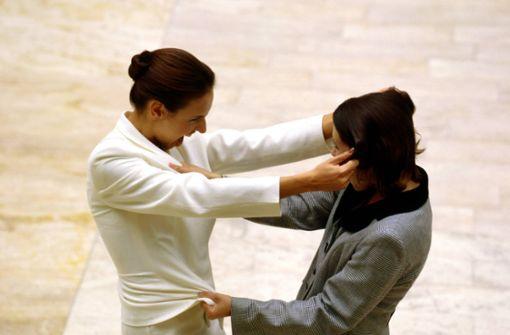 Frauen prügeln sich in Schnellrestaurant um Damentoilette