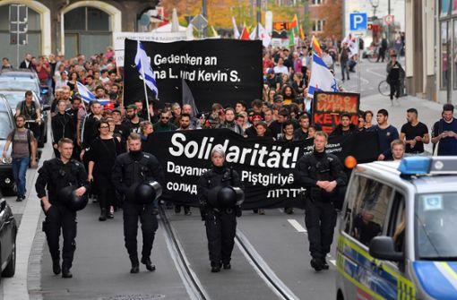 Hunderte Menschen bei Solidaritätsdemo für Terroropfer