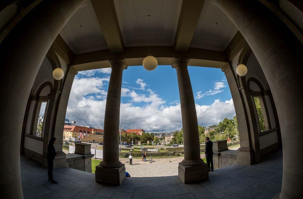 Was für ein Ausblick – vom Wilhelmspalais zum Alten und Neuen Schloss. Foto: Lichtgut/Leif Piechowski