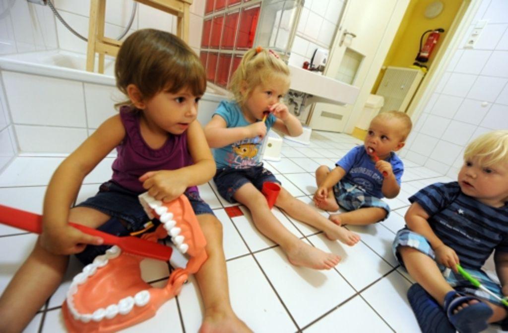 Eine gute Pflege reduziert die Gefahr, dass hohe Zahnarztkosten entstehen. Foto: dpa