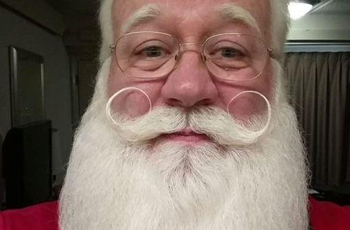 Junge stirbt in Armen des Weihnachtsmannes