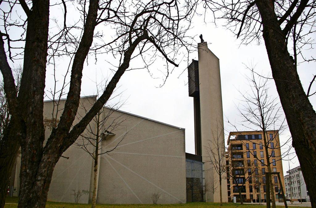 Eine Möglichkeit wäre es, nur den Turm der St.-Ulrich-Kirche zu erhalten und die übrigen Gebäude abzureißen, um was Neues bauen zu können. Foto: Archiv Alexandra Kratz