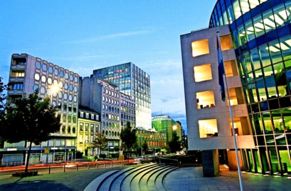 Selbst Luxemburg will künftig  Steuerdaten innerhalb der EU austauschen. Deshalb haben Kleinanleger  ihr Geld aus dem Großherzogtum abgezogen Foto: laif
