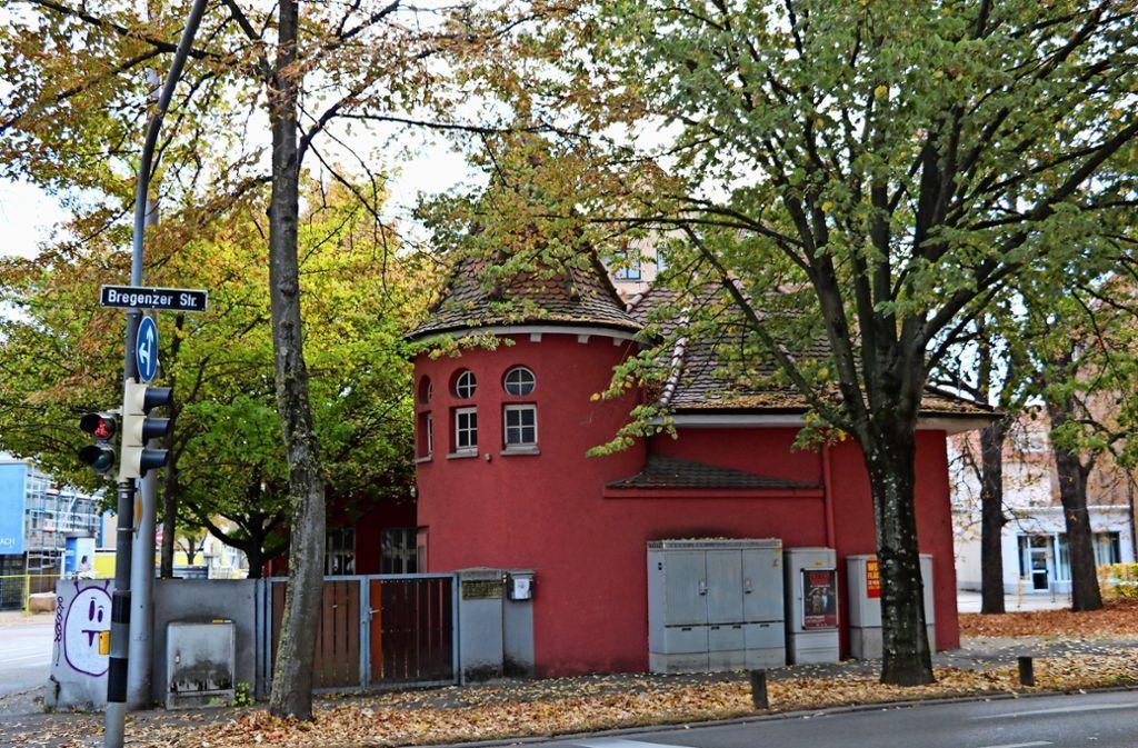 Der einstige Schülertreff  wurde   schon einmal mit Hilfe von Spenden wieder hergerichtet. Inzwischen verfällt das Gebäude. Foto: Georg Friedel