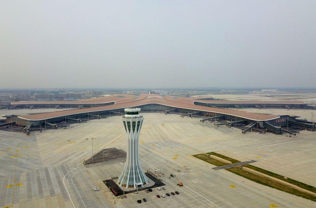 Der Mega-Flughafen in Daxing rund 50 Kilometer südlich der chinesischen Hauptstadt soll zunächst 45 Millionen Passagiere im Jahr abfertigen. Foto: dpa/Zhang Chenlin