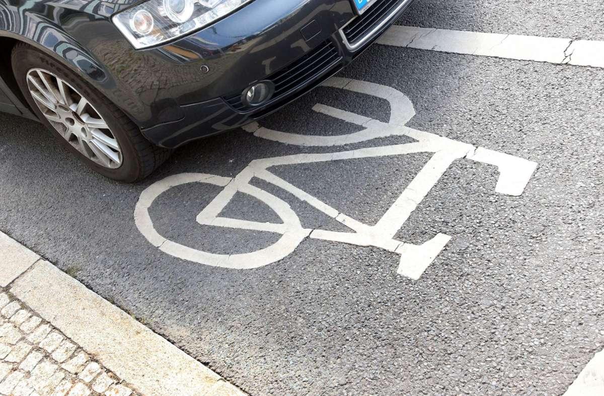 Ein 60-jähriger Pedelec-Fahrer wurde bei dem Unfall schwer verletzt (Symbolbild). Foto: dpa/Wolfgang Kumm
