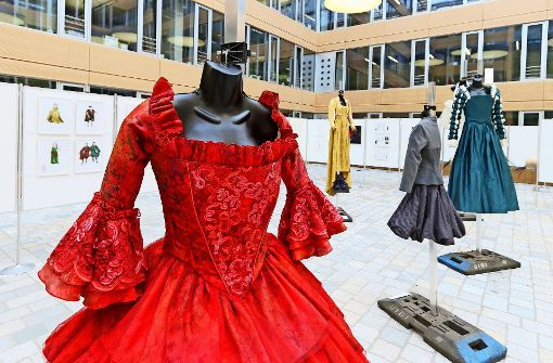Sneaker zum Renaissance-Kleid