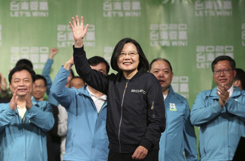 Präsidentin Tsai freut sich über einen klaren Wahlerfolg. Foto: AP/Chiang Ying-ying