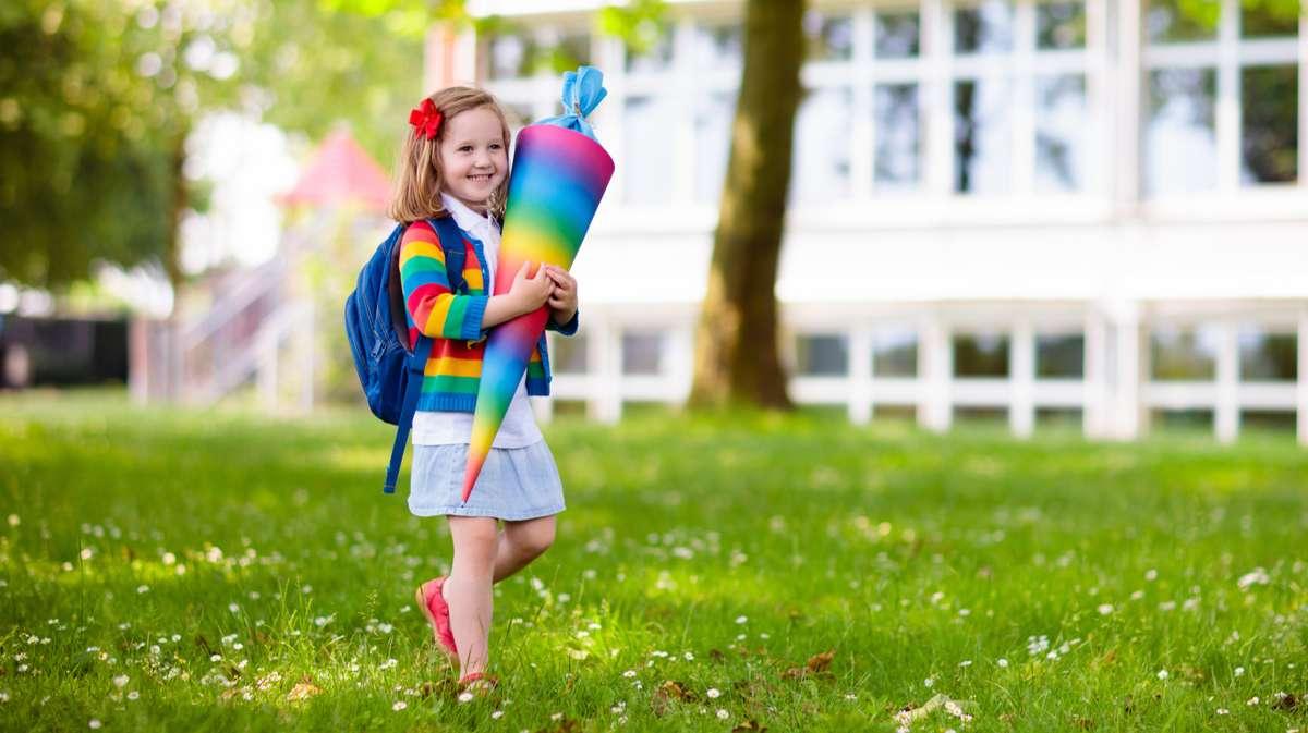 Erster Schultag: Welcher Stichtag zur Einschulung gilt in den einzelnen Bundesländern? Foto: FamVeld/Shutterstock