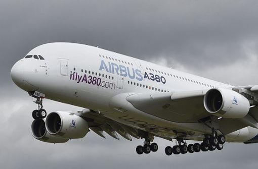 Größtes Passagierflugzeug wird durch die Luft geschüttelt