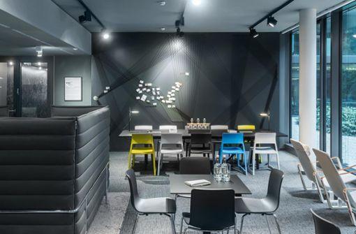 Die kreative Atmosphäre an der HAM in Stuttgart bietet Raum zum Austausch und zur Vernetzung.