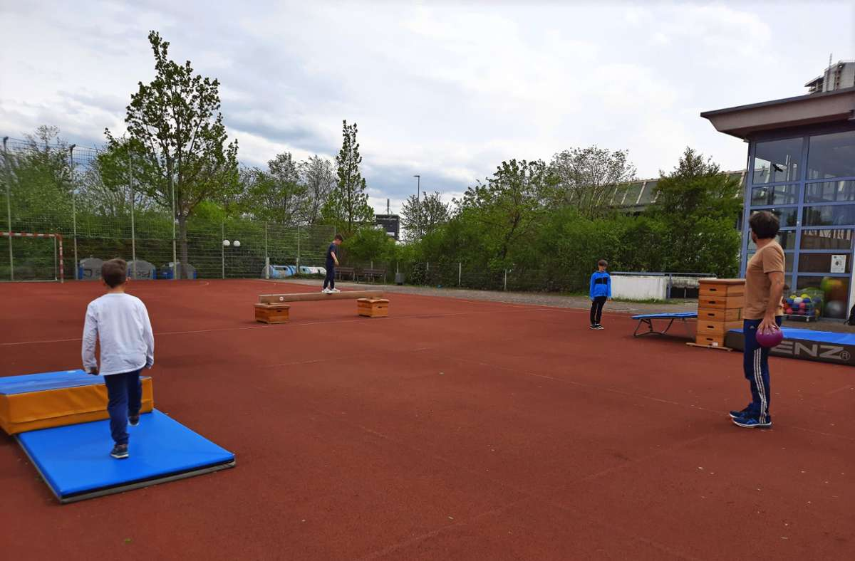 Wolfgang Liedtke, der Leiter der Kindersportschule des SV Fellbach, freut sich, dass er wieder in kleinen Gruppen mit Kindern Sport ausüben darf. Foto: Susanne Degel