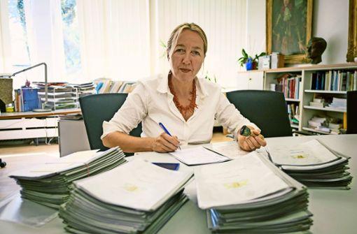 Rektorin  kritisiert  Bauverzögerung  beim Ebelu