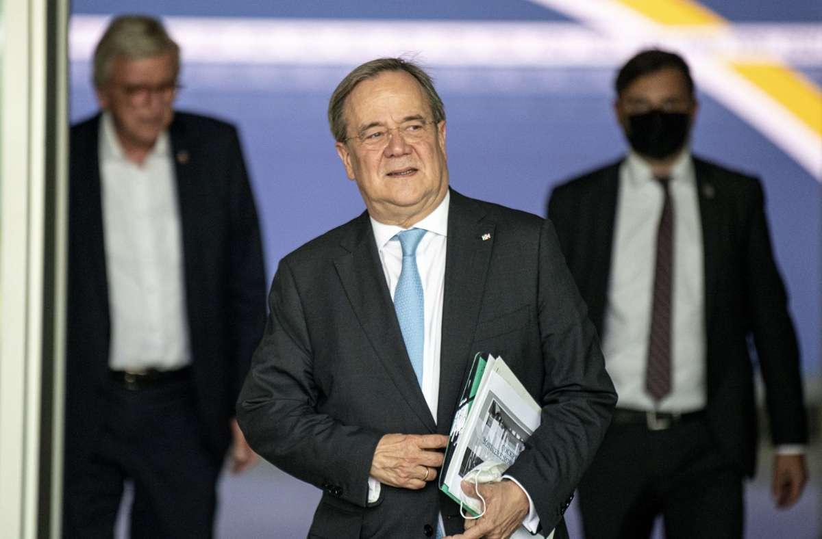 CDU-Chef Laschet hat sich mit Spitzenpolitikern seiner Partei zur Vorbereitung der Gespräche mit FDP und Grünen getroffen. Foto: dpa/Fabian Sommer