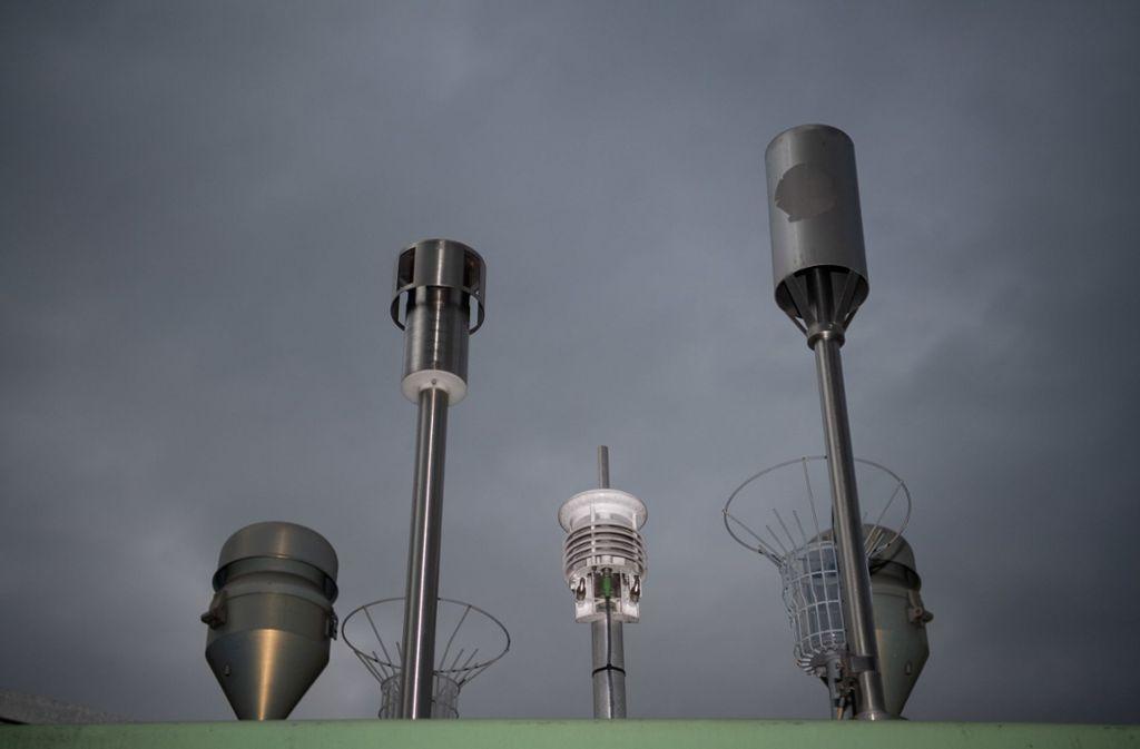 Stehen sie richtig? Um die Schadstoff-Messstellen wird heftig debarbattiert. Foto: dpa