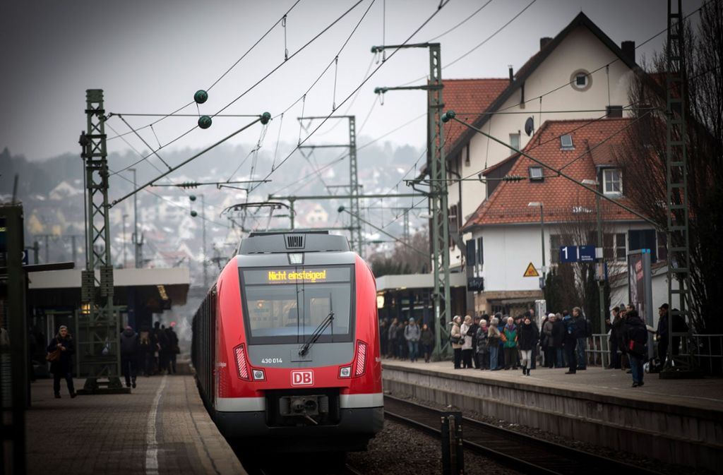 Die Bezirksbeiräte wollen, dass der Vaihinger Bahnhof schnellstmöglich zum Regionalbahnhalt ausgebaut wird. Foto: Lichtgut/Achim Zweygarth