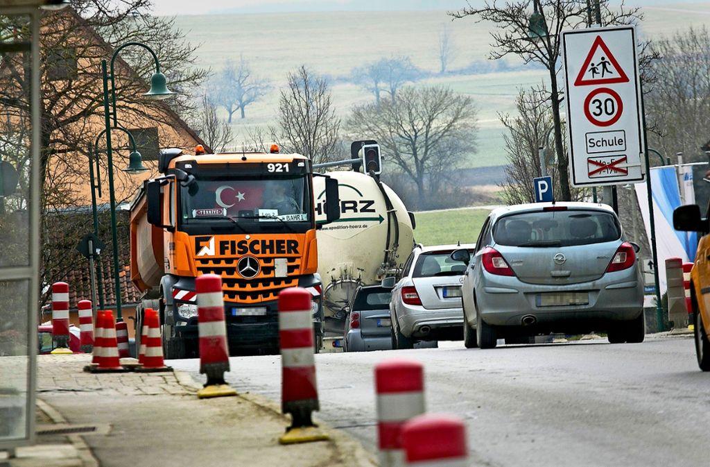 In Erkenbrechtsweiler ist es besonders eng zugegangen. Die Gemeinde hat sich mit Pollern geschützt. Foto: