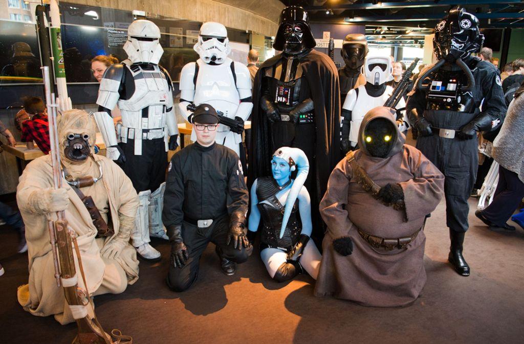Wo es um den Weltraum geht, dürfen Star-Wars-Figuren nicht fehlen – so aus bei der Yuri's Night im Planetarium. Foto: Lichtgut - Oliver Willikonsky