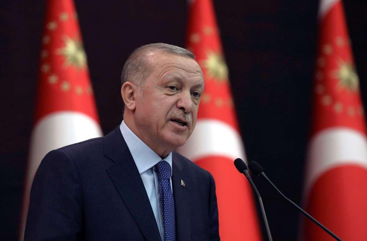 Der türkische Präsident Recep TayyipErdogan sorgt derzeit mit umstrittenen Entscheidungen für Unruhe. Foto: dpa/Burhan Ozbilici