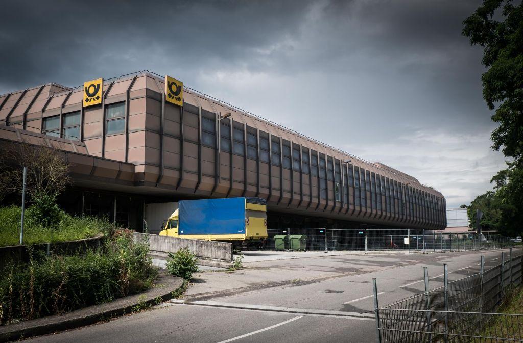 Wäre zumindest eine ungewohnte Kulisse für Hochkultur: Das ehemalige Verteilzentrum der Post an der Ehmannstraße. Foto: Lichtgut/Achim Zweygarth