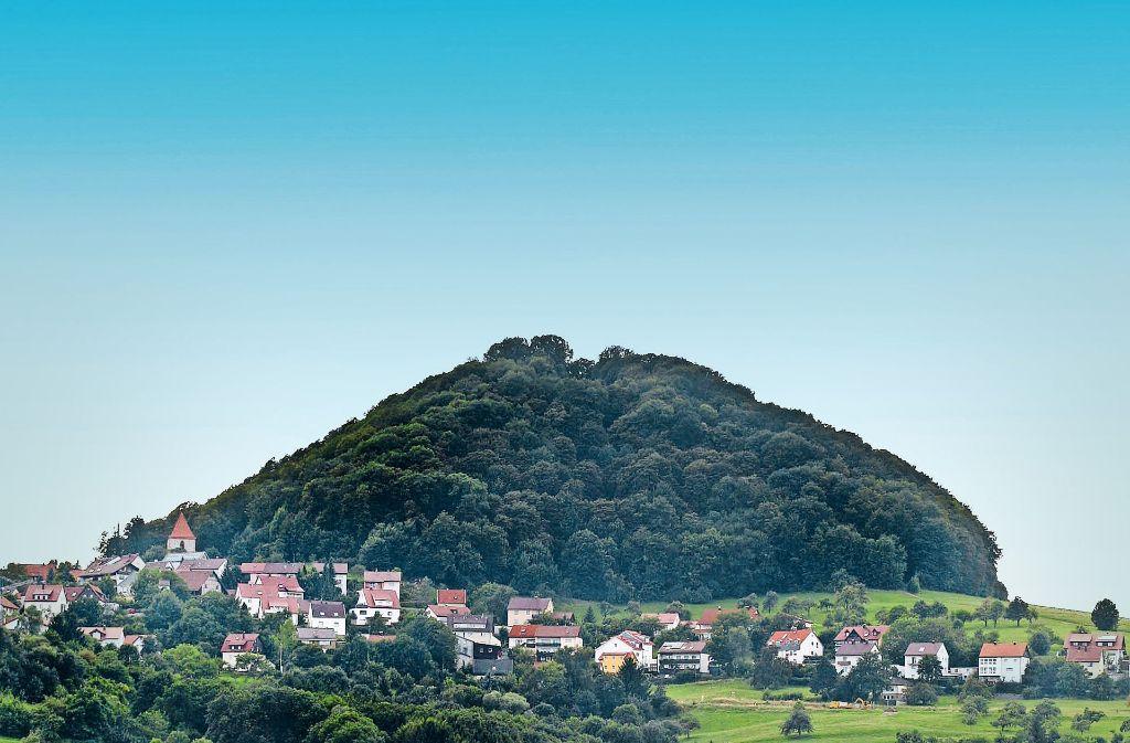 Der Hohenstaufen ist Symbol der Touristikgemeinschaft Stauferland, zu der  38 Kommunen im Kreis Göppingen und im Ostalbkreis vereint sind. Foto: Archiv/Horst Rudel