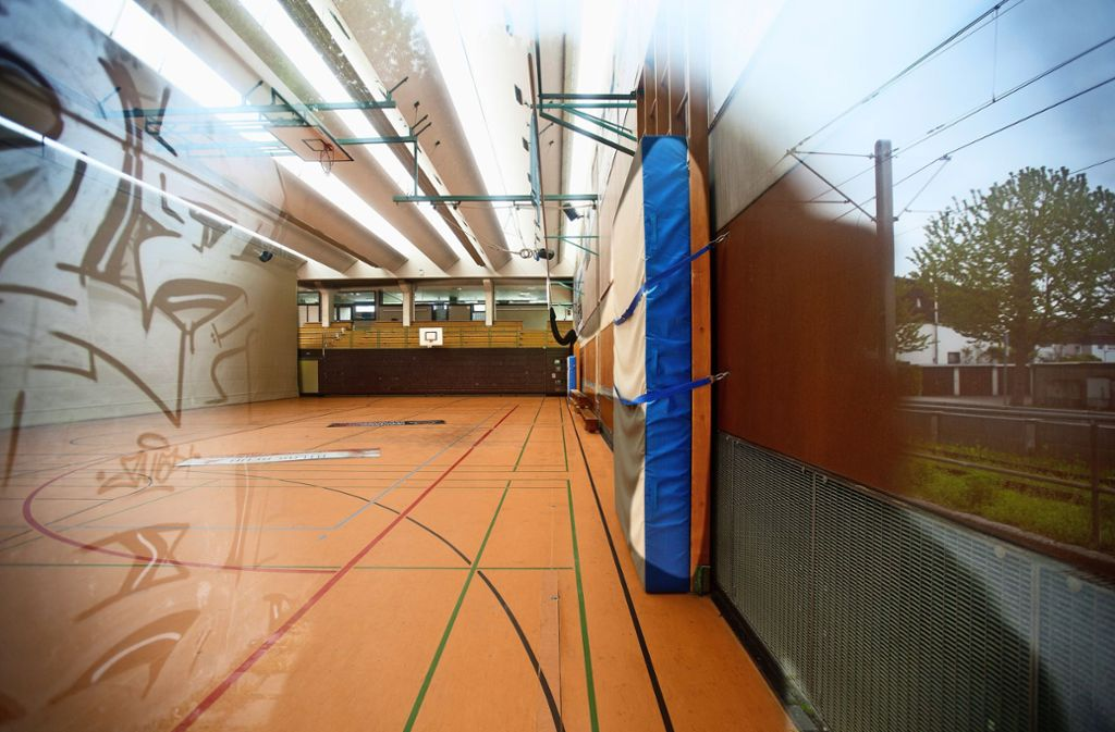Die in die Jahre gekommene Sporthalle 1 in Ostfildern-Nellingen wird durch einen Neubau ersetzt. Dadurch kommen hohe Investitionen auf die Kommune zu. Foto: Horst Rudel