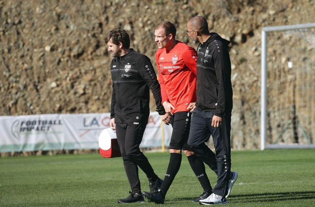 Holger Badstuber (Mitte) musste das Trainingslager des VfB Stuttgart verletzt verlassen. Foto: Baumann