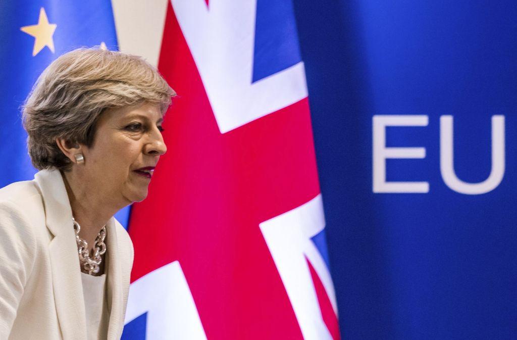 Theresa May führt die Briten aus der EU. Sie wählt den Irrweg in die Vergangenheit. Foto: AP