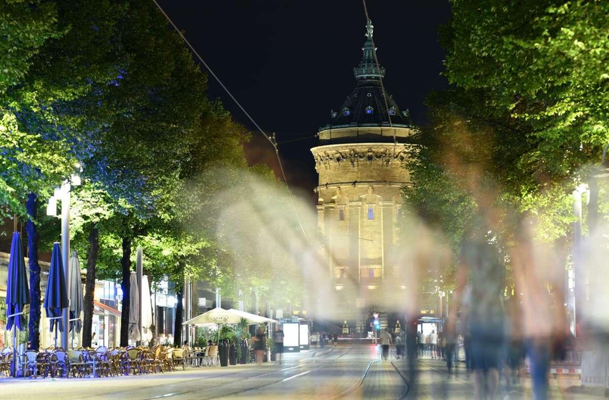 Die Stadt Mannheim will die Ausgangsbeschränkungen an diesem Wochenende in Kraft setzen. Foto: dpa/Uwe Anspach