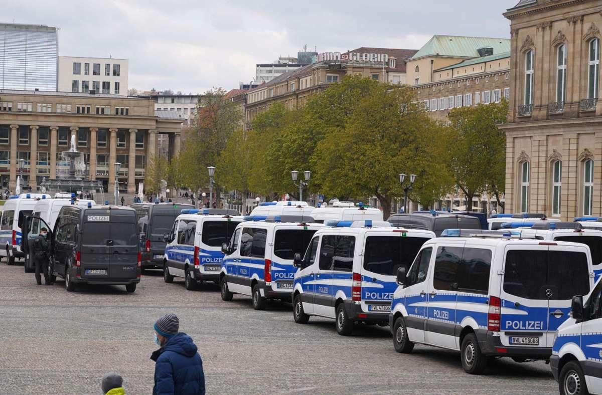 Die Polizei war rund um den Schlossgarten mit vielen Einsatzkräften unterwegs. Foto: Andreas Rosar Fotoagentur-Stuttg