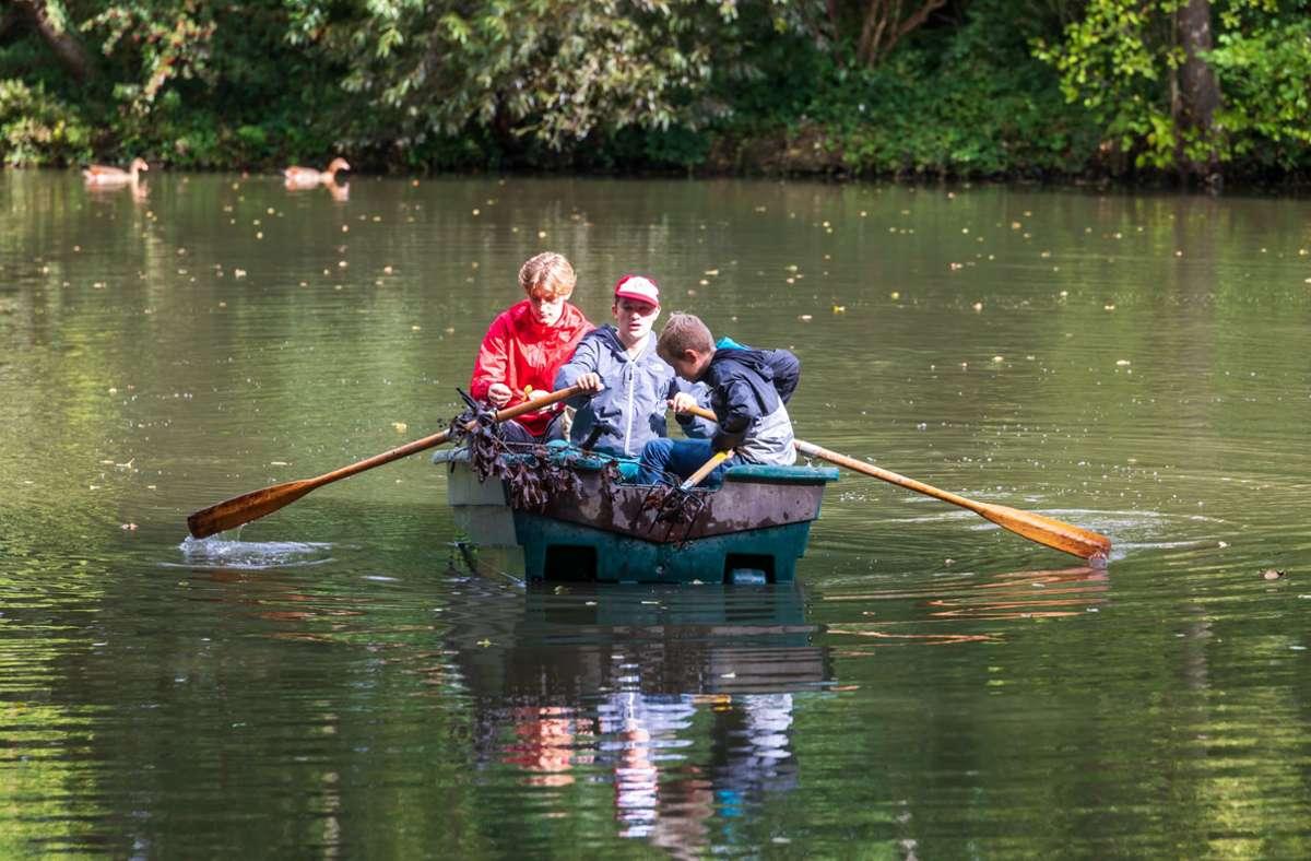 Die Möhringer Angler, hier bei einer Seeputzete vor einem Jahr, müssen am Riedsee wieder beim Säubern helfen. Foto: /Foto:Thomas Krämer